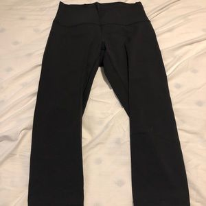 Size 8 EUC Lululemon Wonder Under Crops